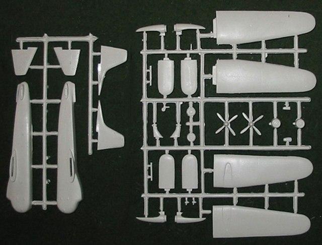 FR-Bristol-Freighter-Sprue-812-W